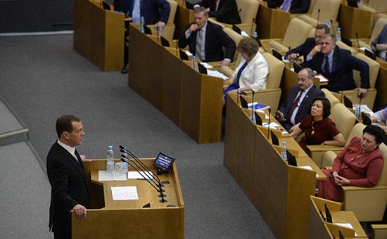 Дмитрий Медведев выступает с отчетом о результатах деятельности правительства РФ за 2015 год. 19 апреля 2016 года