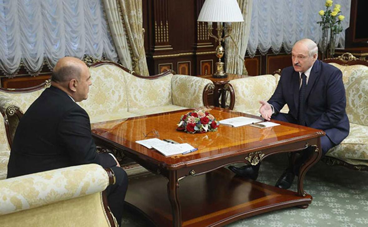 Михаил Мишустин и Александр Лукашенко (справа)