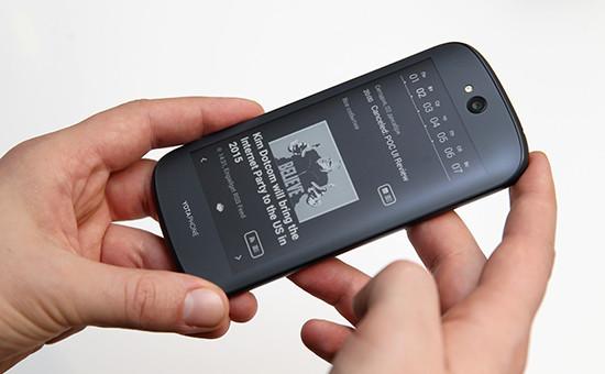 Двухсторонний смартфон YotaPhone 2