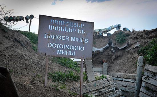 Плакат на линии соприкосновения в Нагорном Карабахе. Апрель 2016 года
