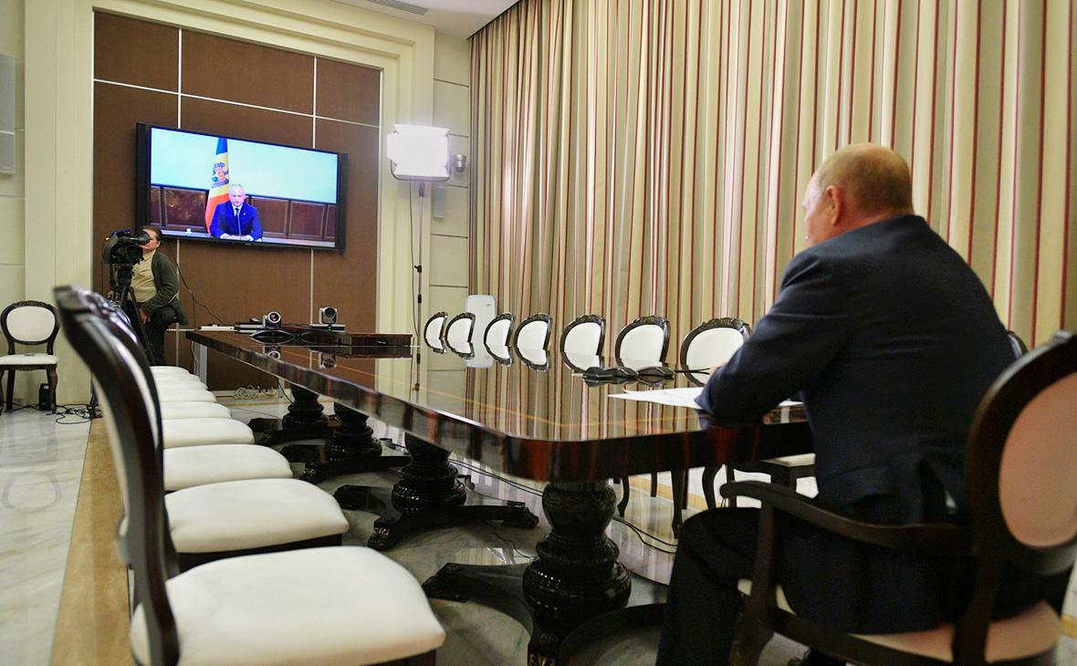 Владимир Путин на встрече с Игорем Додоном (в режиме видеоконференции)