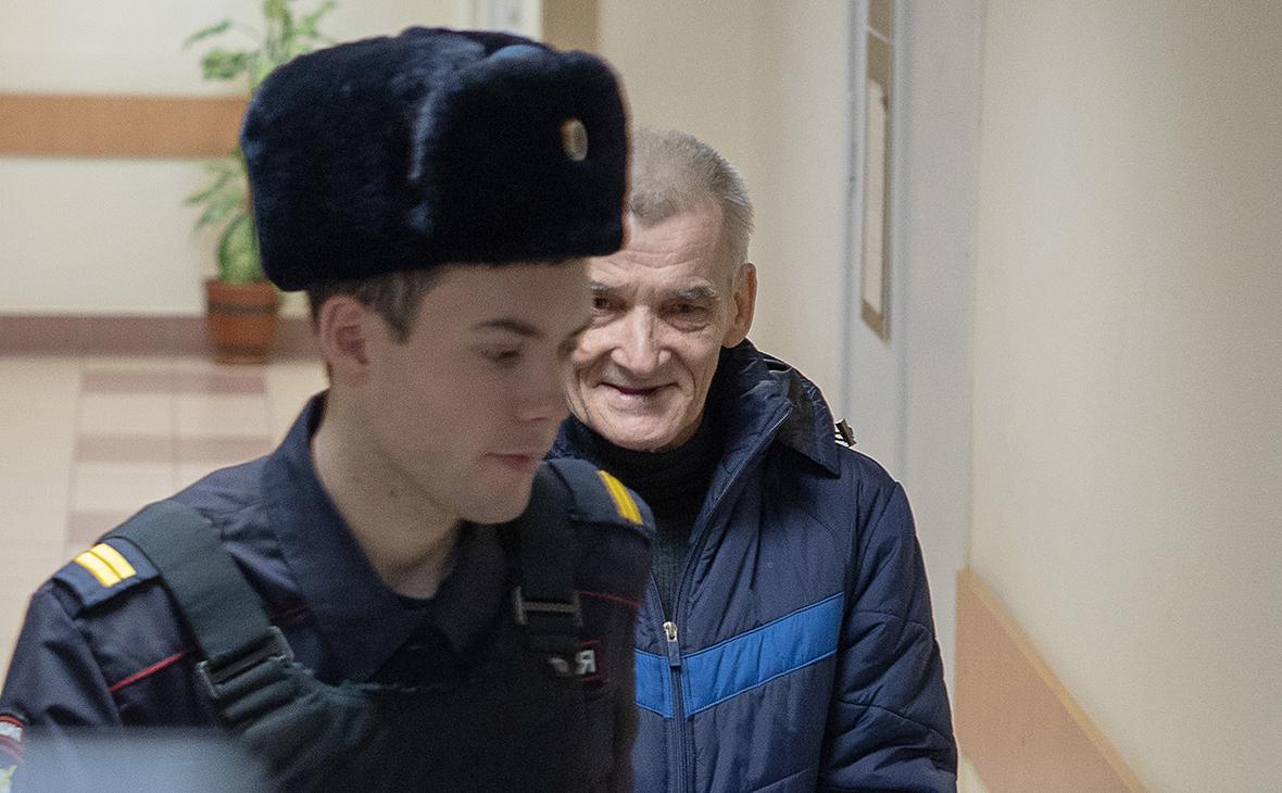Юрий Дмитриев (справа) (Фото: Игорь Подгорный / ТАСС)