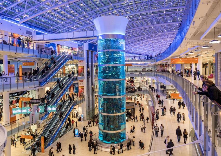 Аквариум в торгово-развлекательном центре «Авиапарк» на Ходынском поле в  Москве попал в Книгу рекордов Гиннесса. Его признали самым высоким  цилиндрическим ... 4f7c5d367d6