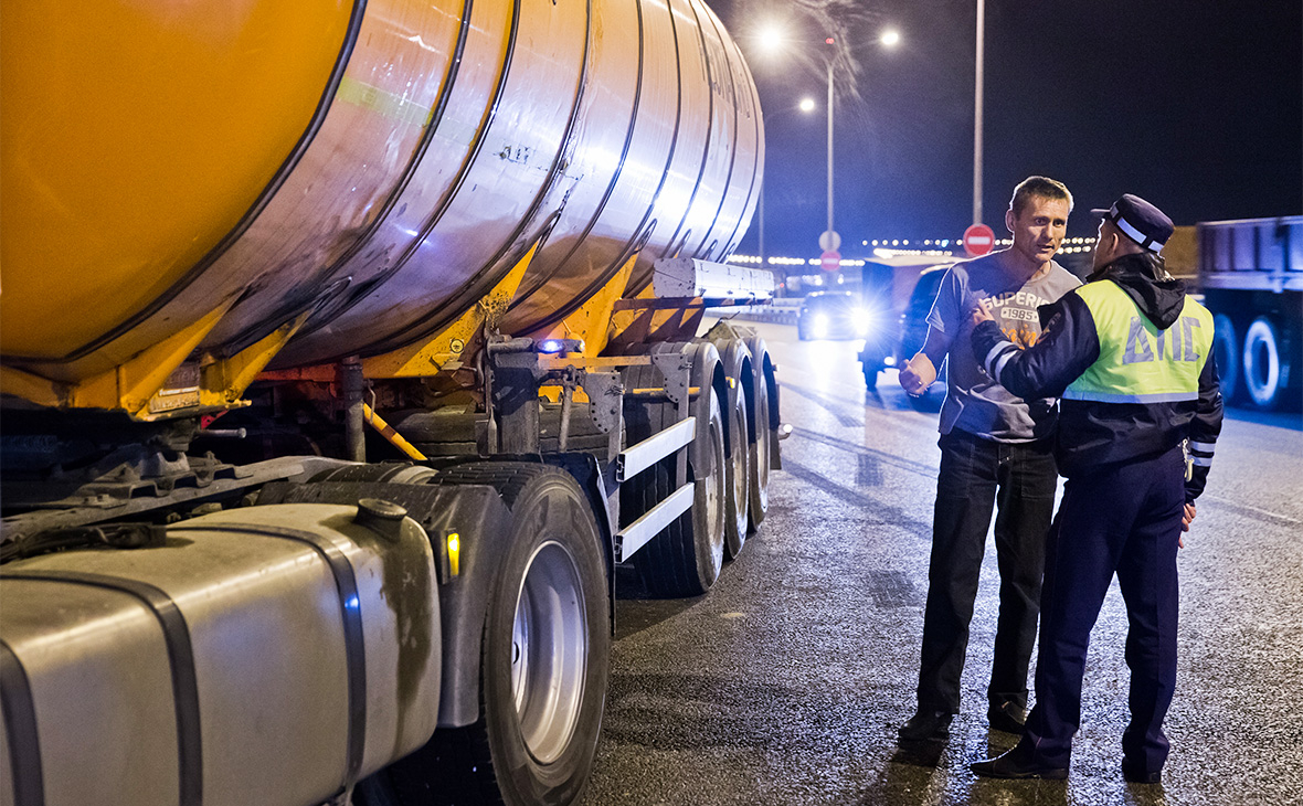 По Крымскому мосту начали перевозить бензин