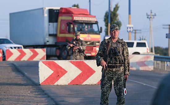 Активисты запрещенного в России«Правого сектора» заблокировали трассу, соединяющую Украину иКрым