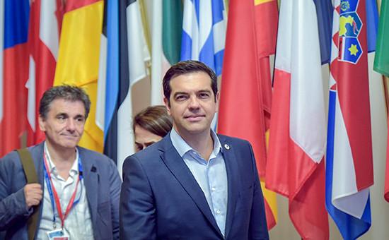 Премьер-министр Греции Алексис Ципрас покидаетсаммит лидеров еврозоны в Брюсселе