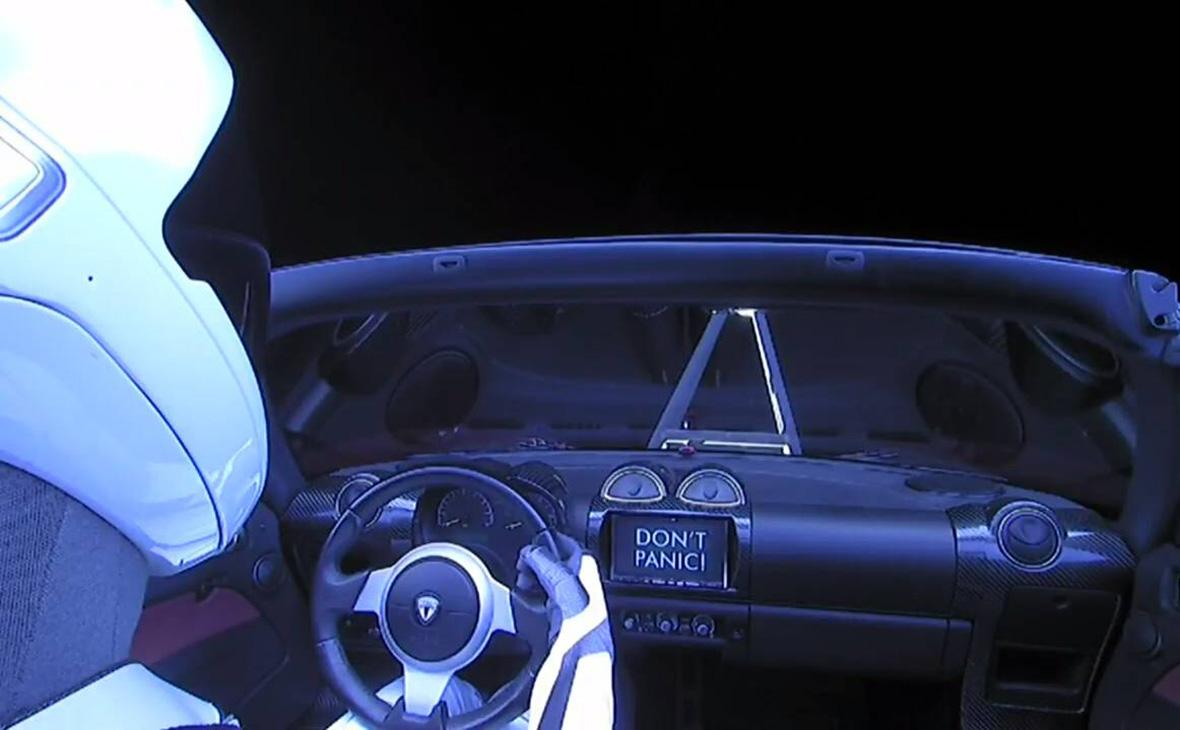 Запущенный в космос автомобиль Tesla Roadster внесли в базу NASA как космический корабль