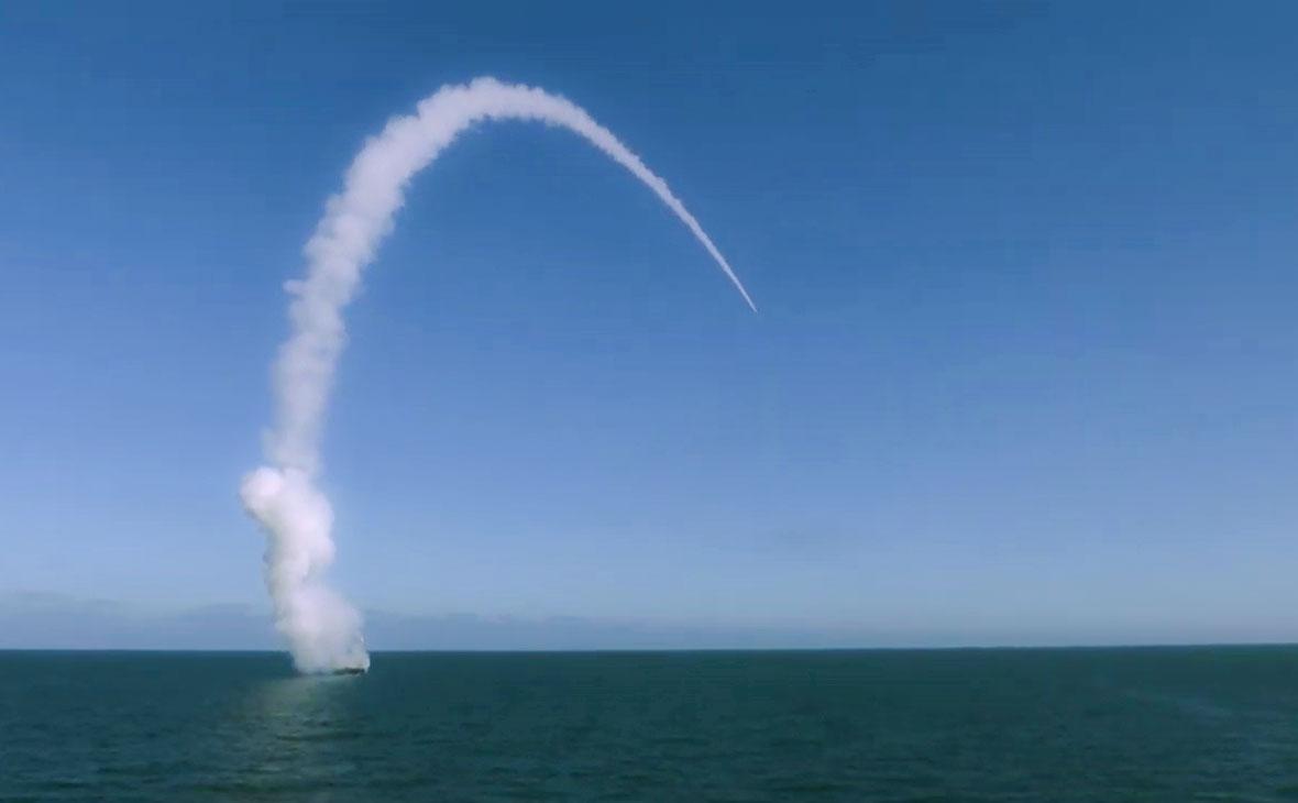 Пуск высокоточной крылатой ракеты «Калибр»
