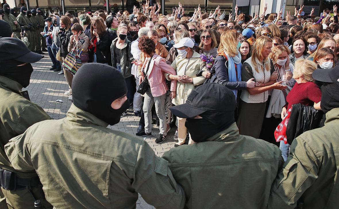 На женском марше в Минске начались задержания