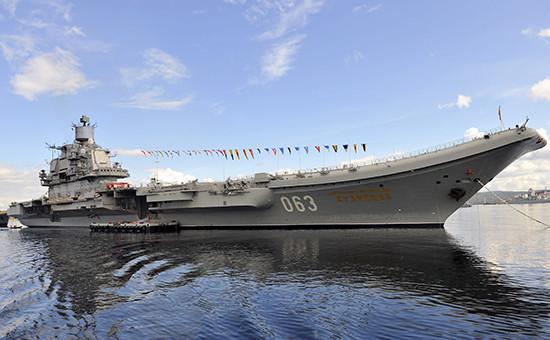 Авианосец «Адмирал Кузнецов» вСевероморске, июль 2016года