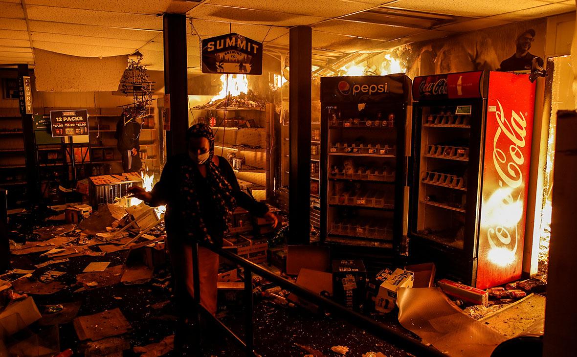 Пожар в магазине во время протестов в США,штат Миннесота