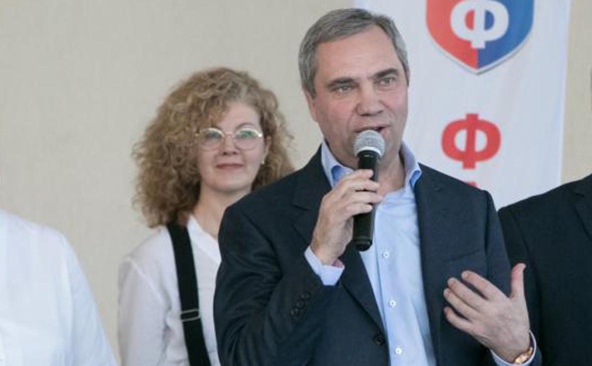 Александр Петров (справа)