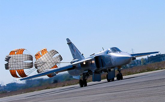 Российский штурмовик Су-24 нааэродроме Хмеймим