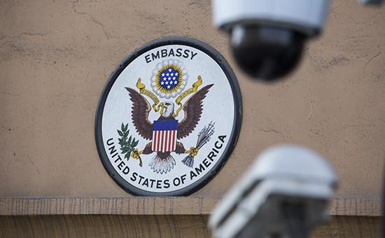 Герб США наздании посольства Соединенных Штатов Америки