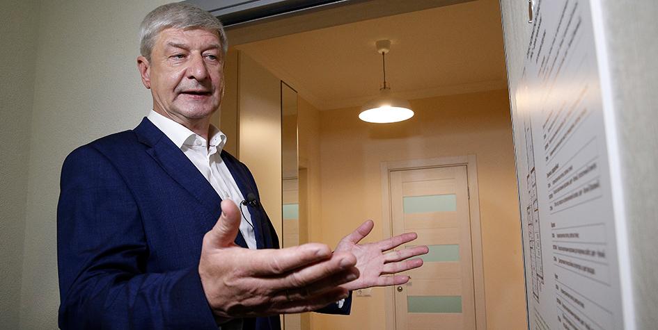 Руководитель департамента градостроительной политики Москвы Сергей Левкин на открытии постоянно действующего шоу-рума по программе реновации жилья на центральной аллее ВДНХ