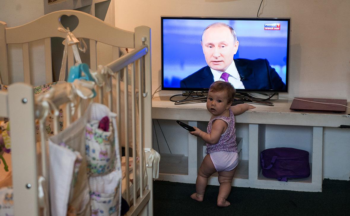 Ребенок вовремя трансляции «Прямой линии сВладимиром Путиным» вОмске