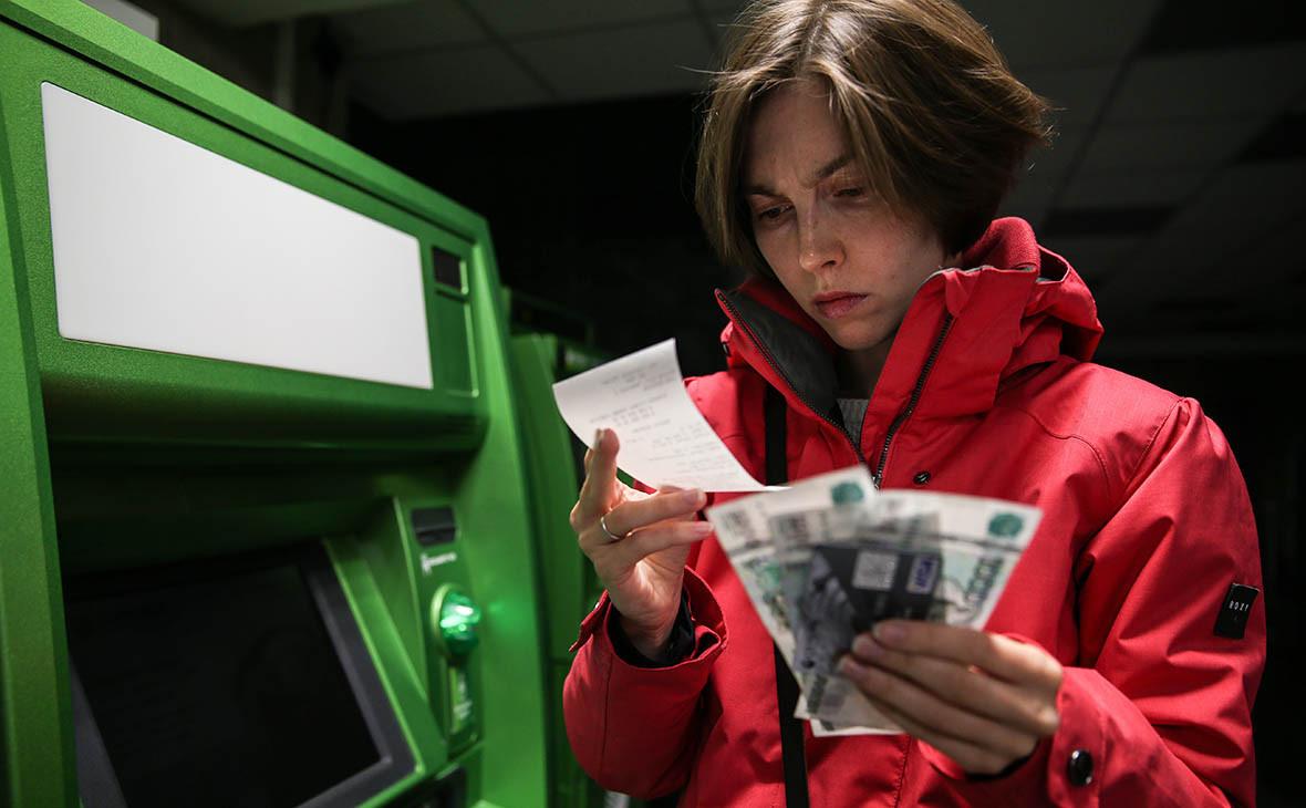 ЦБ признал незаконным списание комиссий с просроченных карточных счетов