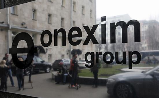 Табличка у входа вофис группы ОНЭКСИМ вМоскве