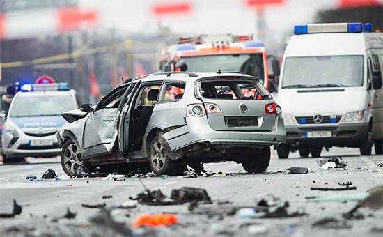 АвтомобильVolkswagen Passat, взорванный в Берлине, Германия