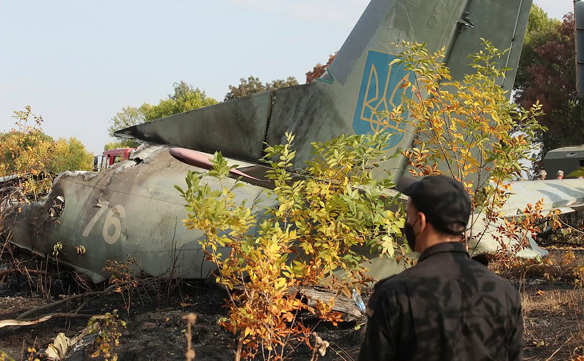 На месте крушения военно-транспортного самолета Ан-26 ВС Украины