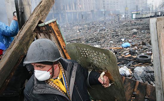 Во время массовых беспорядков на площади Независимости в Киеве, Украина, февраль 2014 года