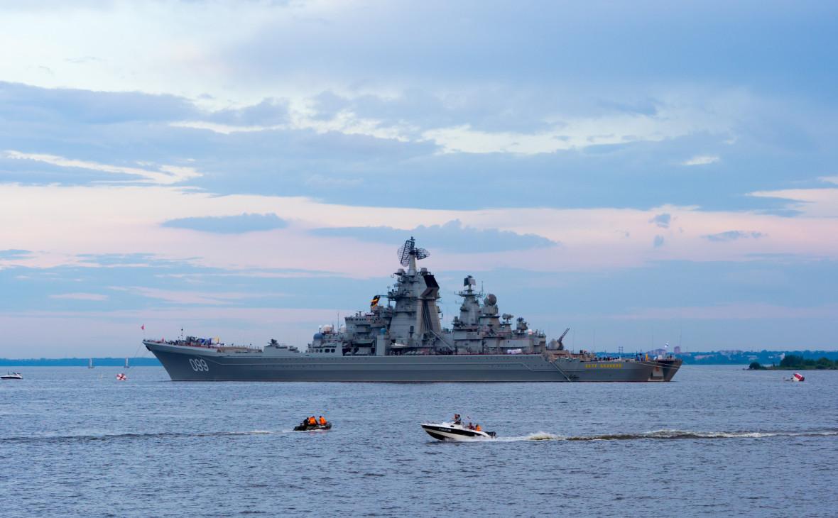 Конгрессмен поздравил ВМС США фотографией с российским крейсером