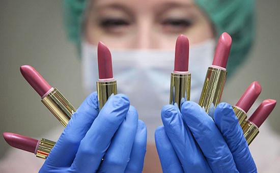 Производство губной помады на предприятии Oriflame