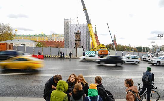 Установка памятника князю Владимиру наБоровицкой площади