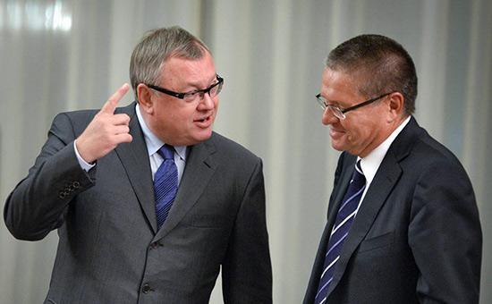 Андрей Костин (слева) и Алексей Улюкаев (справа)