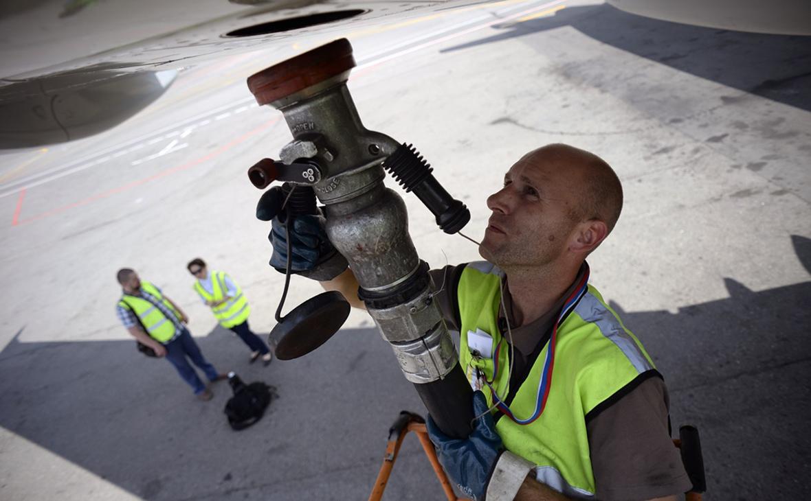 Заправка самолета топливом перед вылетом
