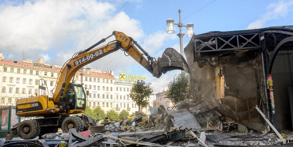 Снос незаконных построек на Сенной площади в Петербурге
