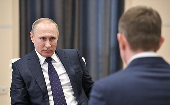 Владимир Путин и Максим Решетников (справа)