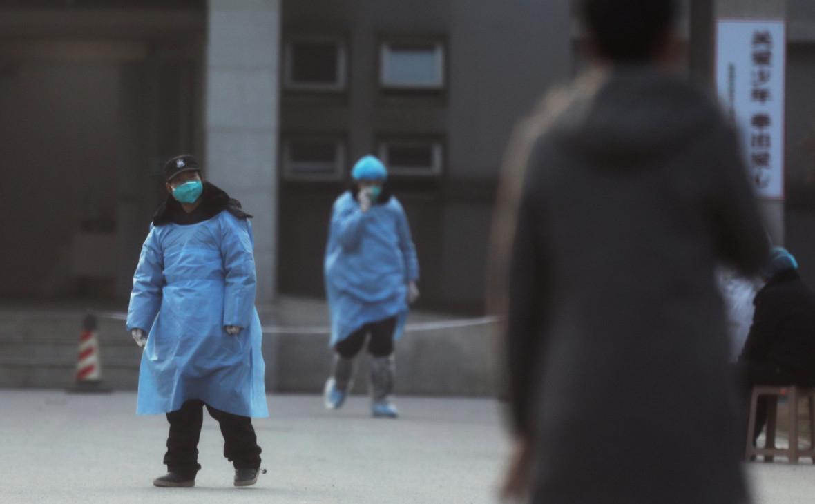 Экс-директор CDC заявил о созданном в лаборатории Уханя коронавирусе