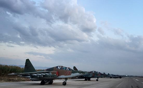 Российские самолеты Су-25 нааэродроме околоЛатакии. 1 октября 2015 года