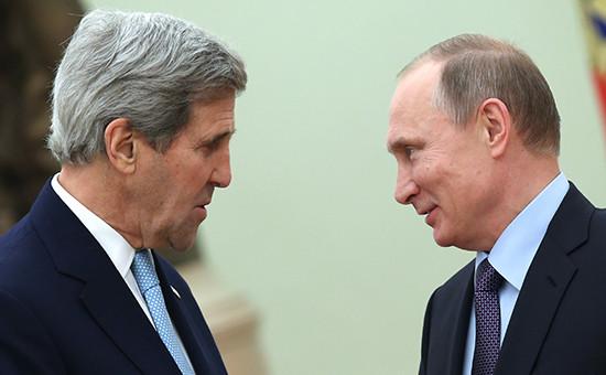 Президент России Владимир Путин игоссекретарь США Джон Керри (справа налево) вовремя встречи вКремле