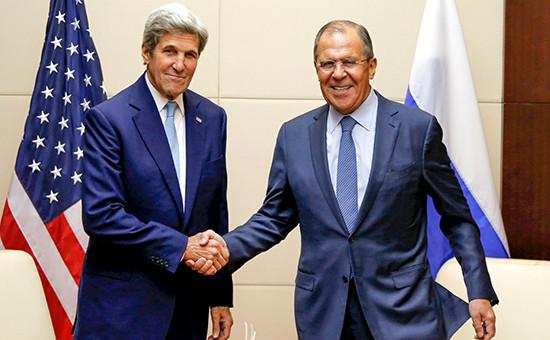 Госсекретарь США Джон Керри и министр иностранных дел России Сергей Лавров (слева направо) во время встречи