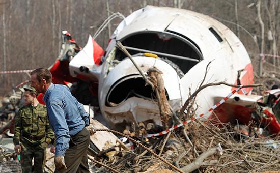 Обломки президентского самолета Ту-154, потерпевшего крушение подСмоленском в2010 году