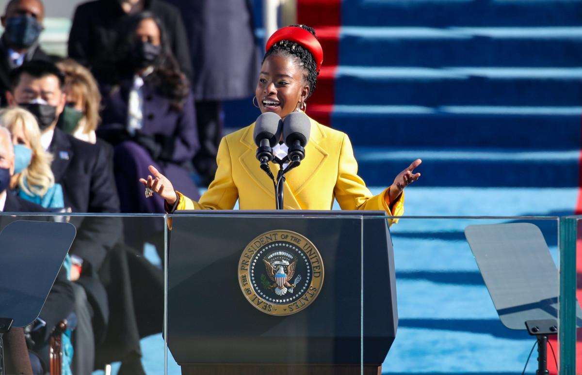 Аманда Горман в Prada на инаугурации президента США Джо Байдена, январь 2021