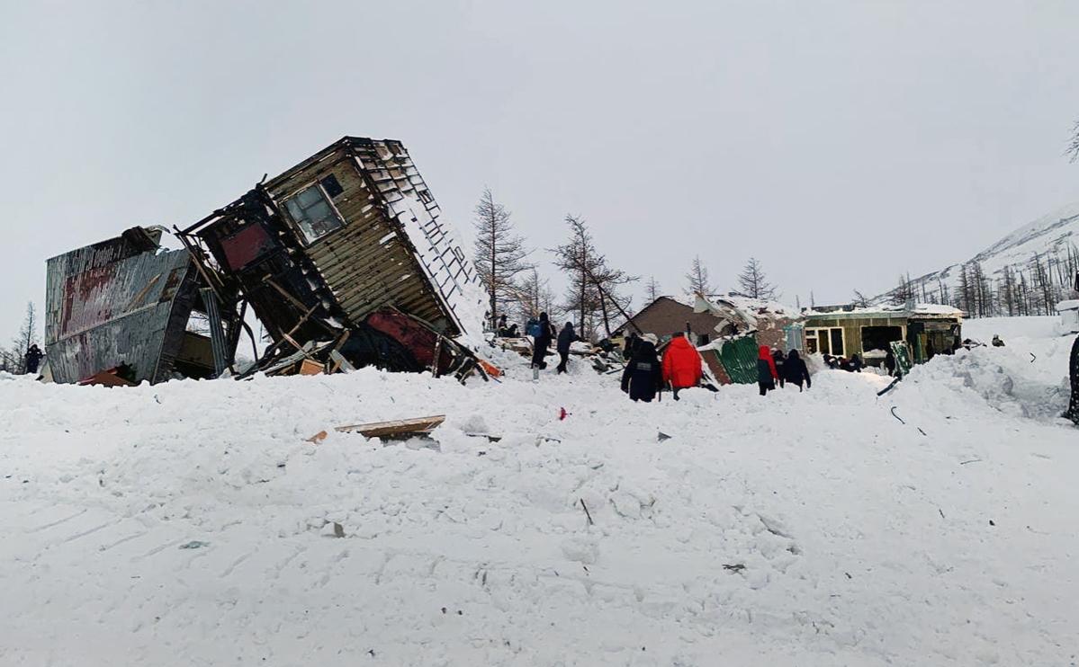 Последствия схода лавины в районе горнолыжного комплекса «Гора Отдельная» в Норильске, 9 января 2021 года
