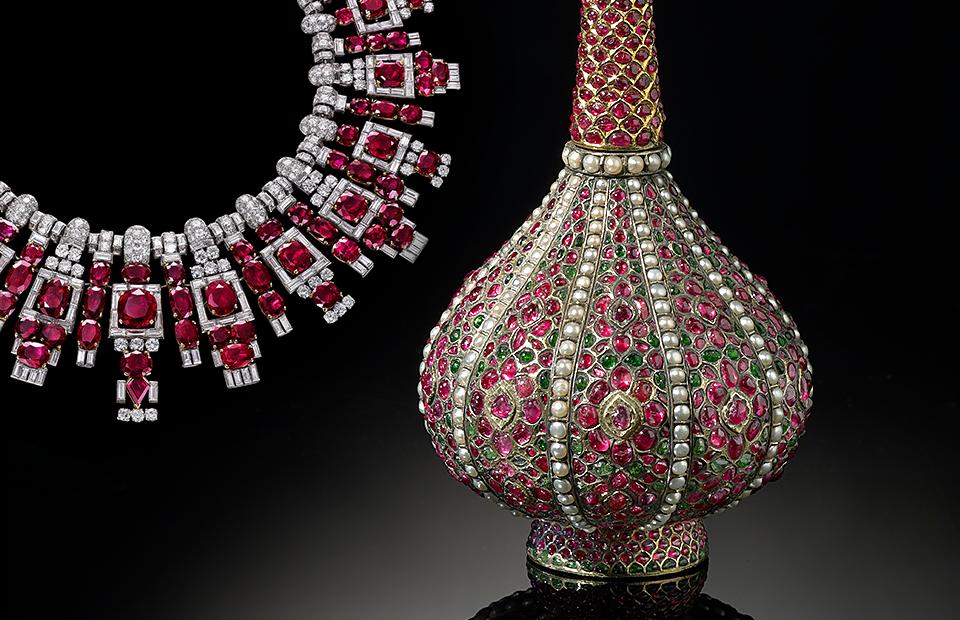 Ожерелье с рубинами махараджи Наванагара (Cartier, 1937) и сосуд для розовой воды (Индия, 1675-1725)