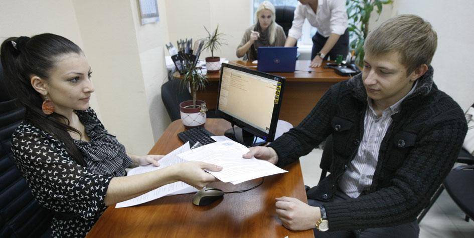 Подписание договора найма жилого помещения в риелторской компании