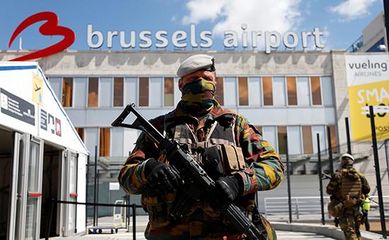 Бельгийские солдаты у международного аэропорта Завентем под Брюсселем, май 2016 года