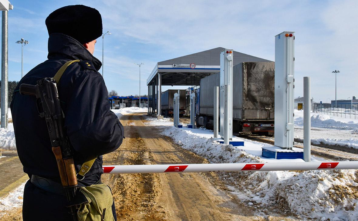 Автомобильный пункт пропуска «Новые Юрковичи» в пограничной зоне с Белоруссией. Февраль 2017 года