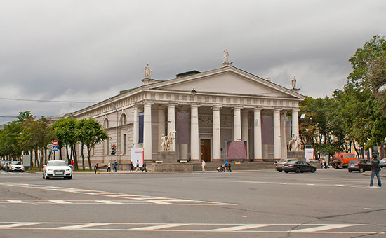 Здание центрального выставочного зала «Манеж» на Исаакиевской площади