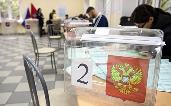 Во время подготовки квыборам наодном изизбирательных участков. Сентябрь 2016 года