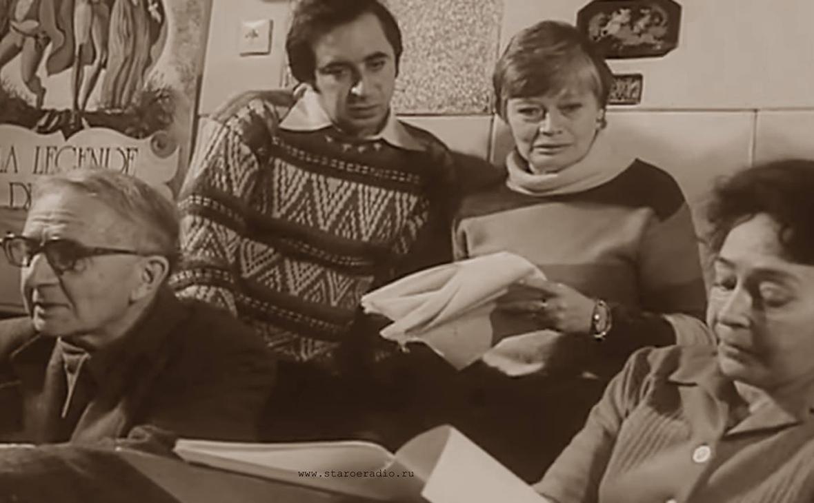 Елена Лебедева (вторая справа)