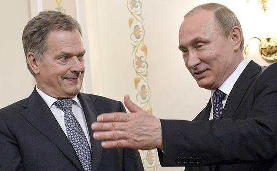 Президент ФинляндииСаули Нийнистё (слева)и президентРоссии Владимир Путин. Архивное фото
