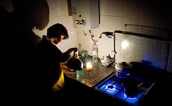 Женщина на кухне в своем доме в Симферополе
