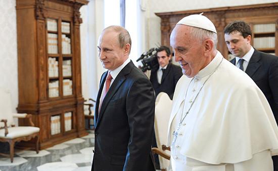 Президент России Владимир Путин ипапа римский Франциск вовремя встречи вВатикане. Архивное фото