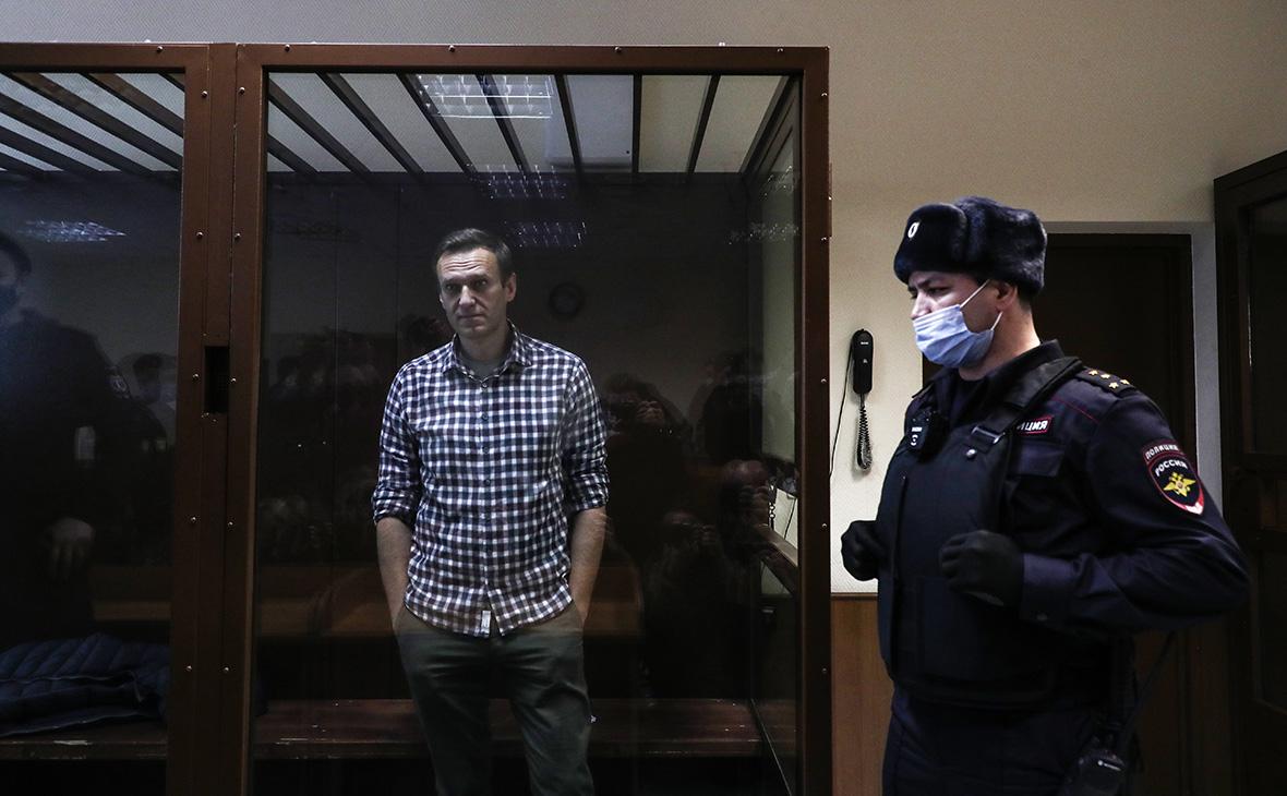 В Кремле не увидели проблем с плюрализмом из-за срока Навального